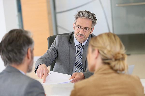 engager-avocat-incorporation-services-juridiques-avantages