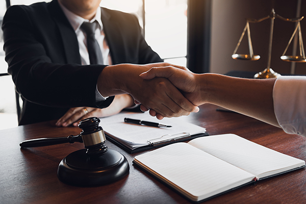 Les questions à poser à un avocat à Québec avant de l'engager