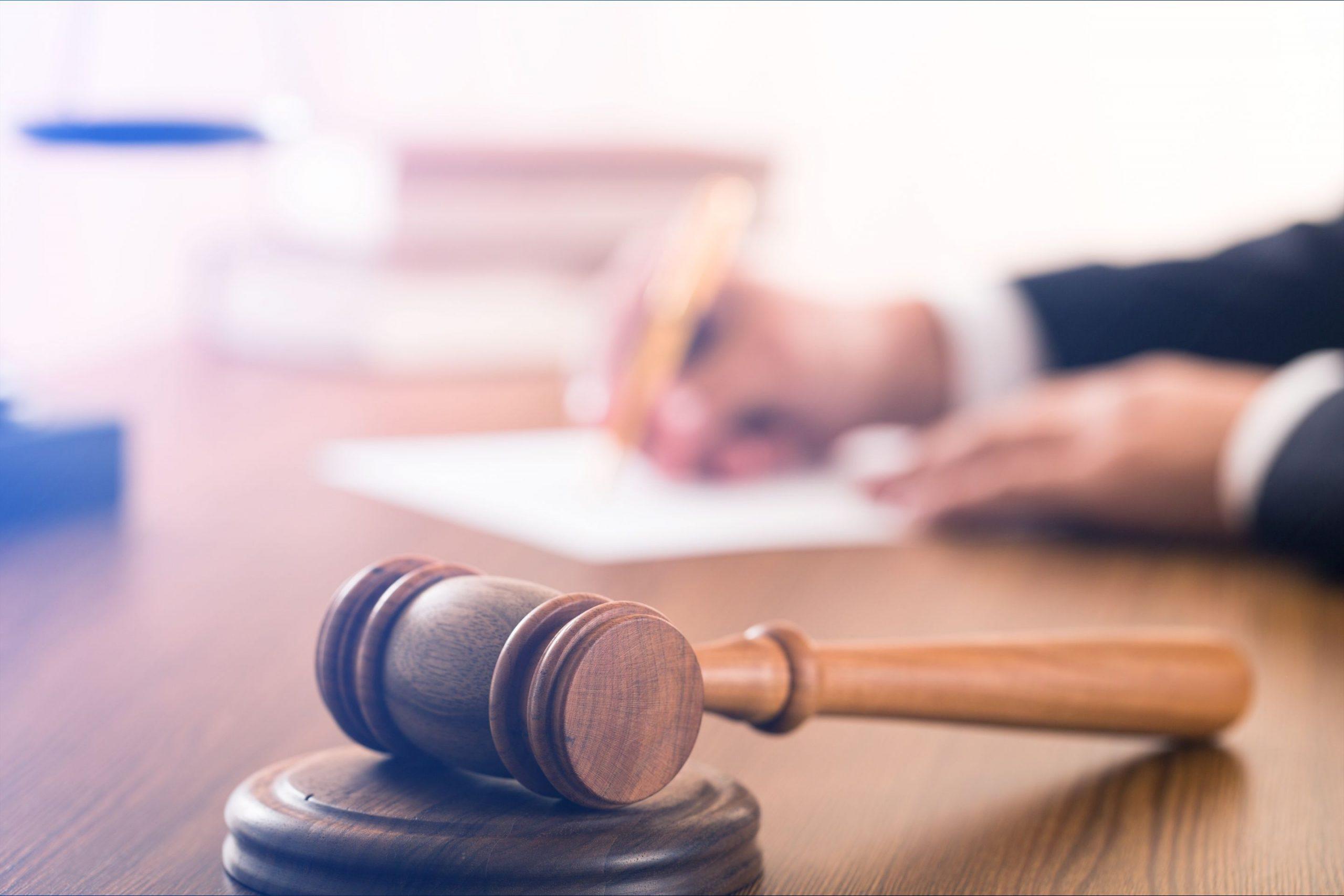 peine emprisonnement voies fait avocat